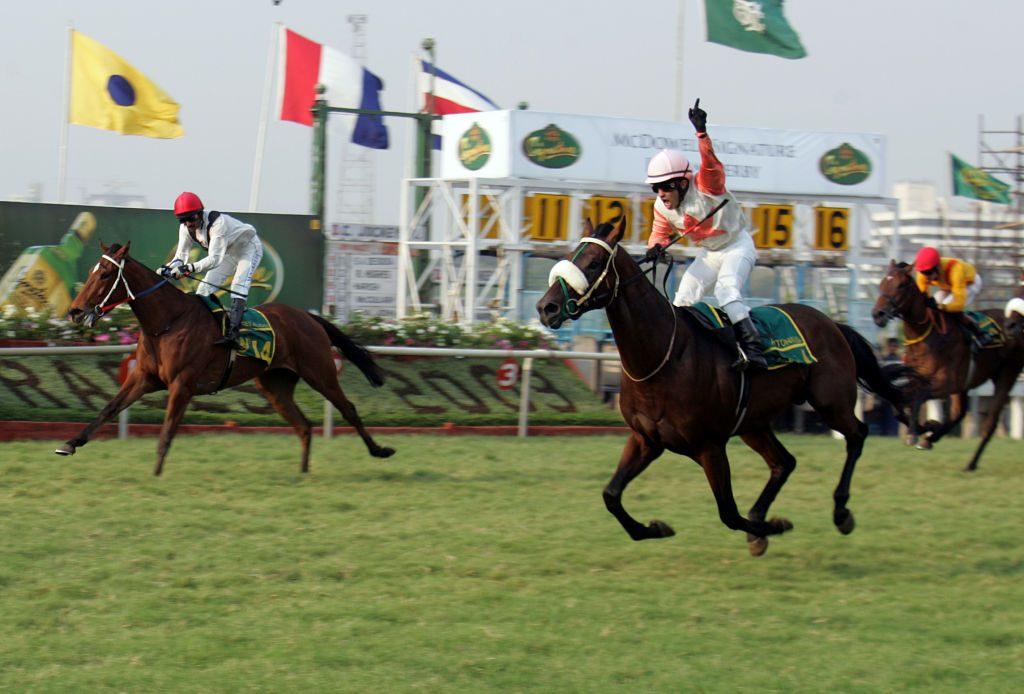 Mumbai horse race on Mahalaxmi track