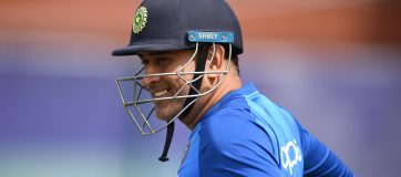 Shastri, Ganguly Differ On Dhoni's Future
